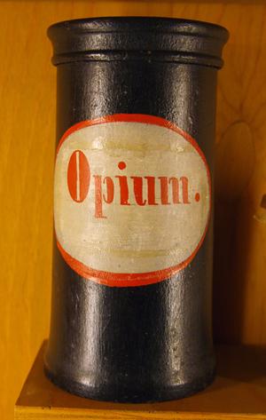Un flacon d'anthicaire servant à stocker de l'opiumCrédits