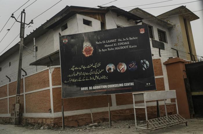 Une affiche d'un centre de conseil en désintoxication à SrinagarCrédits : Sami Siva