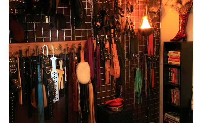 ulyces-bdsmtherapy-07