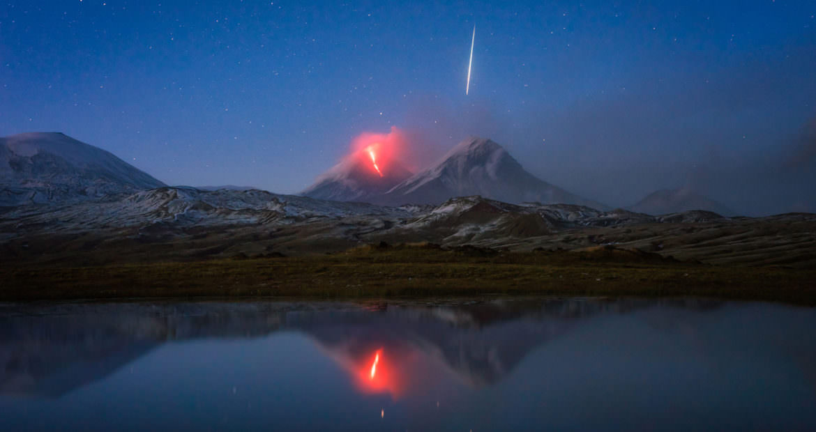 photographer-snaps-meteor-and-erupting-volcano-in-one-epic-photo-1170x620