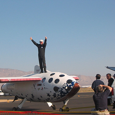 1280px-SpaceShipOne_test_pilot_Mike_Melvill_after_the_launch_in_pursuit_of_the_Ansari_X_Prize_on_September_29,_2004