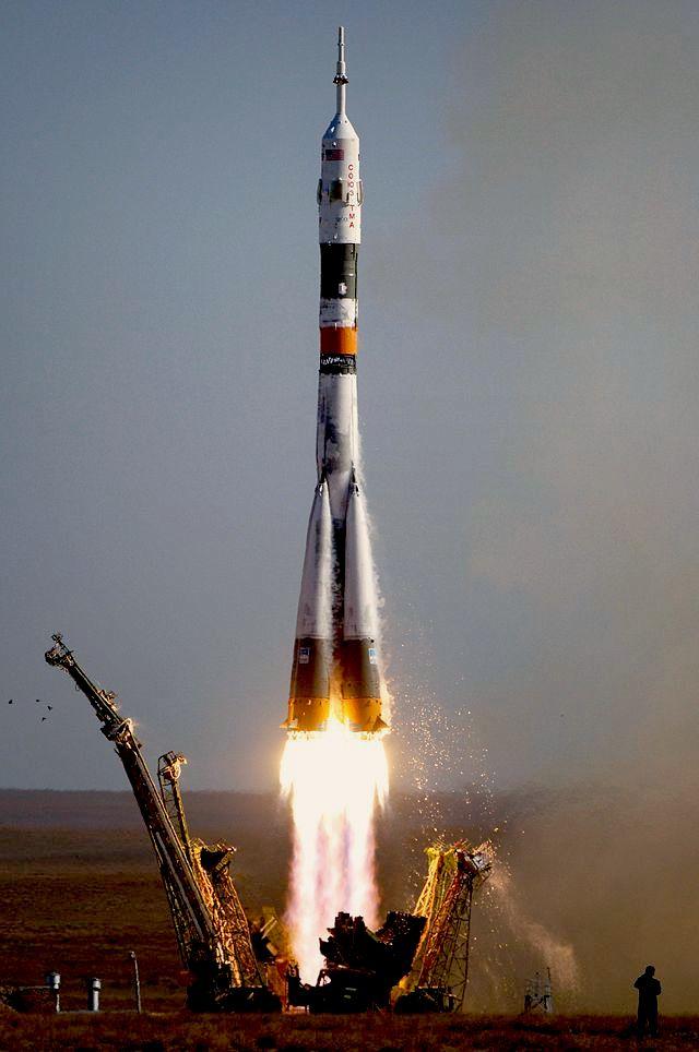 640px-Soyuz_TMA-9_launch