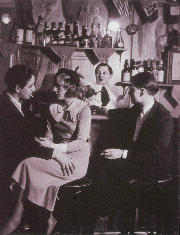 lesbian-couple-at-le-monocle-paris-1932-3