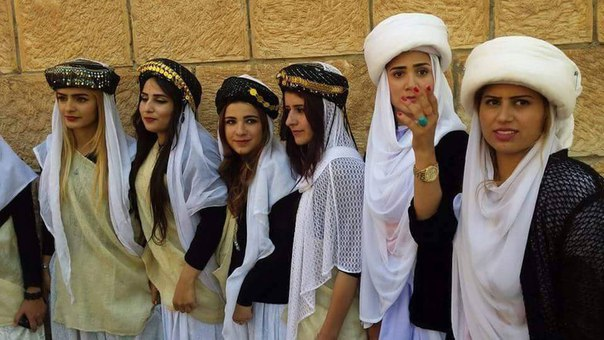 yazidi_girl_tradicional_clothes