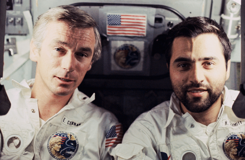 "A droite, Harrison ""Jack"" Schmitt. crédit: NASA"