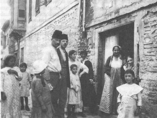 Une famille juive de Salonique en 1917Crédits : wikipédia