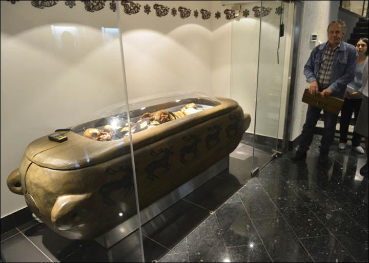 inside_exhibition_2
