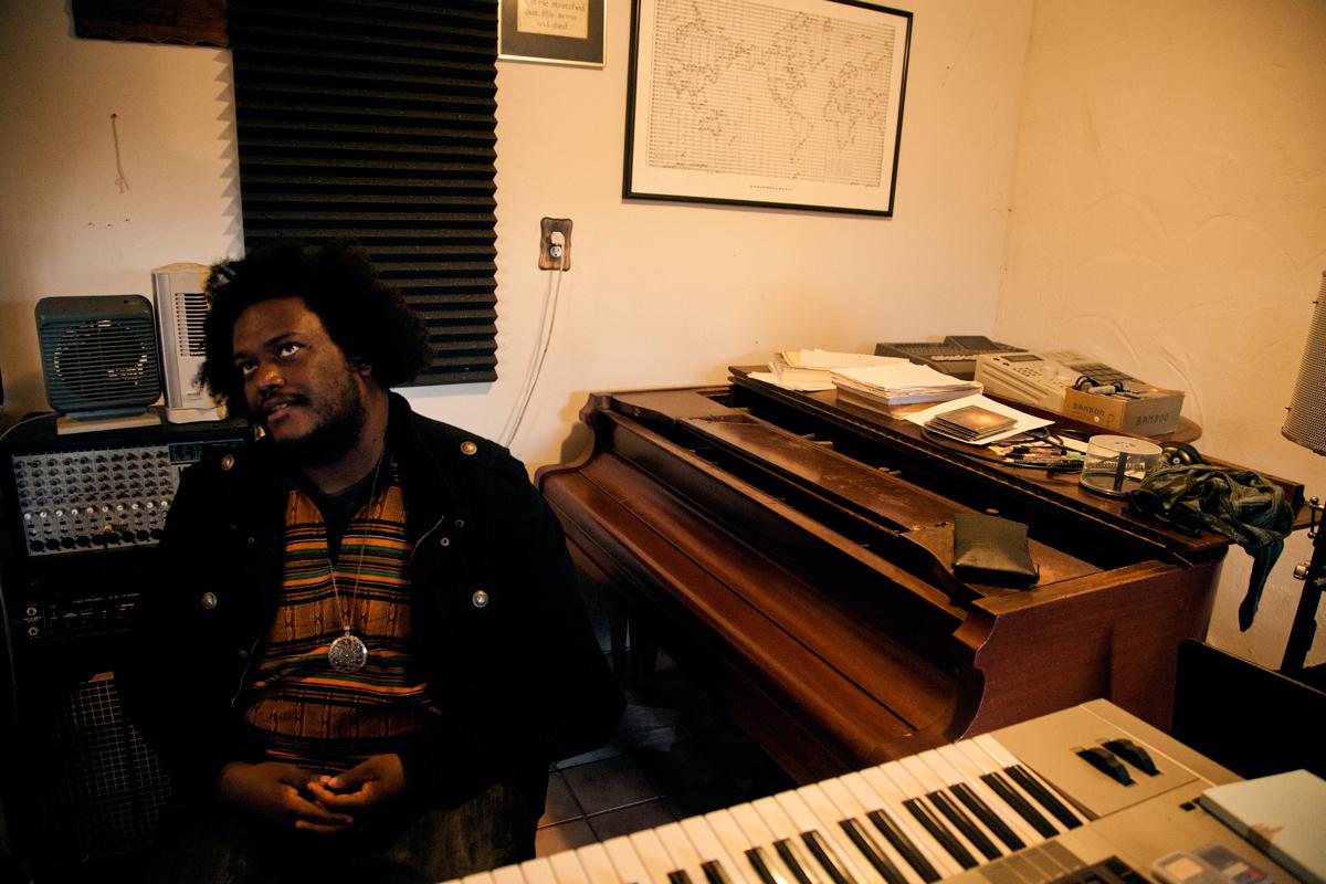 Kamasi n'a jamais réellement arrêté le piano, il compose d'ailleurs beaucoup avecCrédits