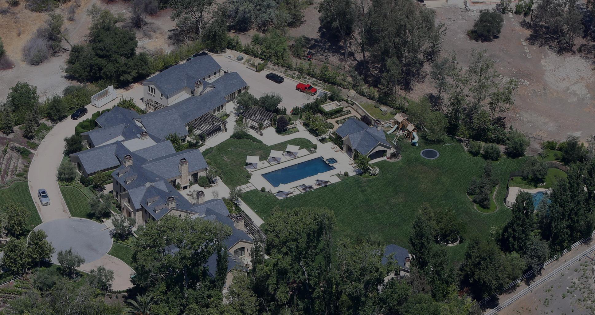 kim-kardashian-kanye-west-inside-mansion