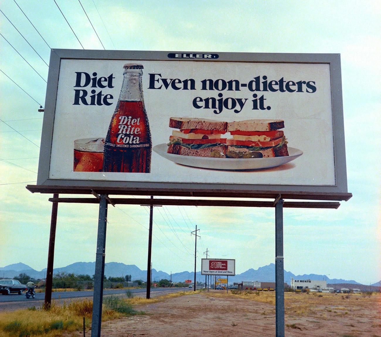 Une publicité pour le Diet Rite Cola, sur une route de l'Arizona dans les années 60Crédits