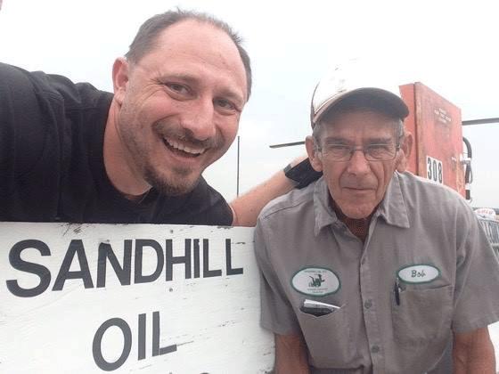 Ananov s'arrêtait régulièrement pour prendre du carburantCrédits : Sergey Ananov