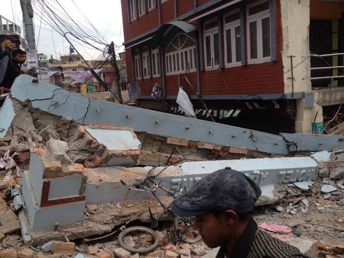 Des bâtiments endommagés par le séismeCrédits : Krish Dulal