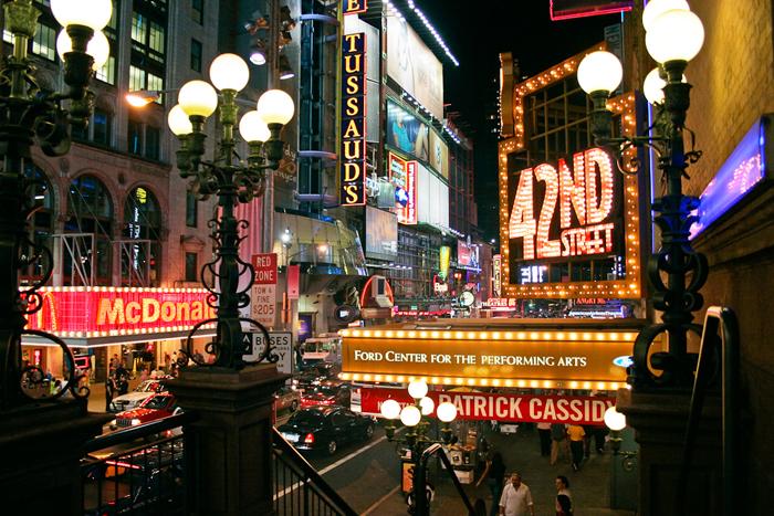 La 42ème rue à New York, temple du stand up et du théâtreCrédits