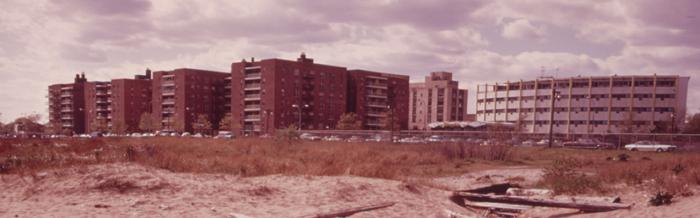 Larry David a grandi dans le quartier de Sheepshead Bay à New YorkCrédits