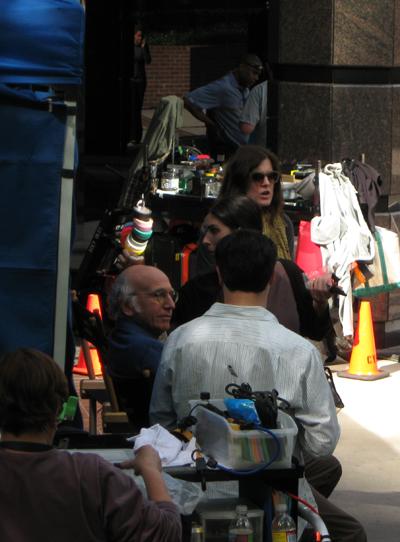 Larry David sur le tournage de Larry et son nombrilCrédits