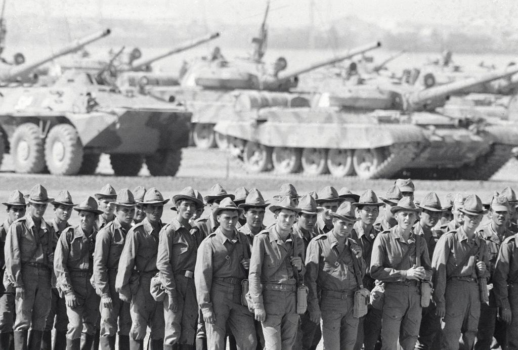 24609 15.10.1986 Советские солдаты возвращаются на Родину из Афганистана. Александр Гращенков/РИА Новости