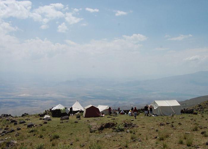 Camps de nomades sur les premières plaines mont Ararat Crédits : Patrick Wrigley