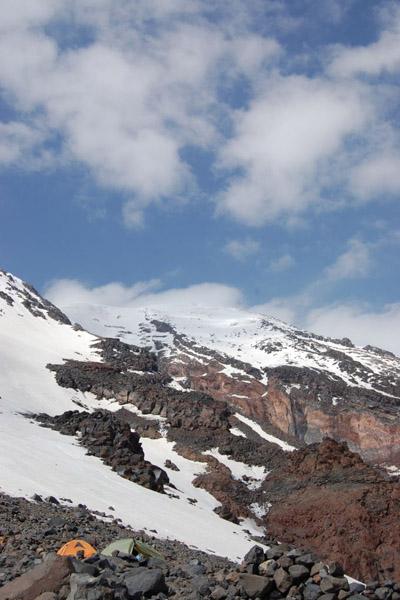 Dormir en terre hostile Camp 2 - mont Ararat Crédits : Patrick Wrigley