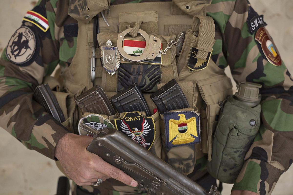 La tenue chargée de badges d'un combattant turkmèneCrédits : Matt Cetti-Roberts