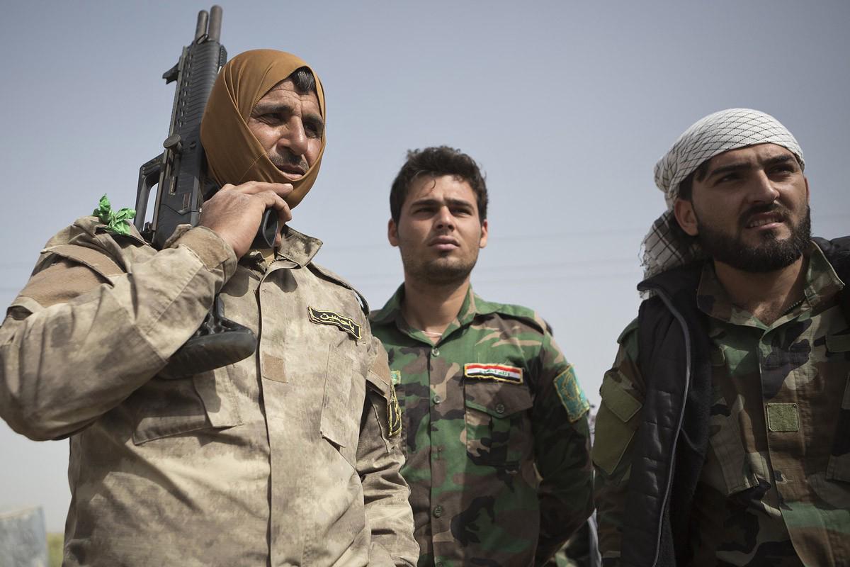 Trois combattants shiites turkmènes sur la ligne de frontCrédits : Matt Cetti-Roberts