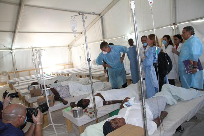 Plusieurs patients traités dans un hopital de fortuneCrédits