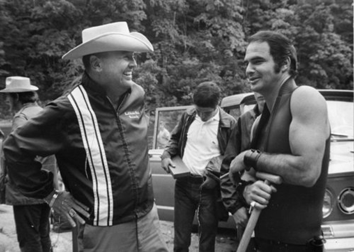 James Dickey et Burt Reynolds pendant le tournageCrédits : Warner Bros