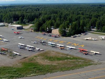 Piste d'atterrissage de Talkeetna Avions assurant la liaison jusqu'au camp de base Crédits