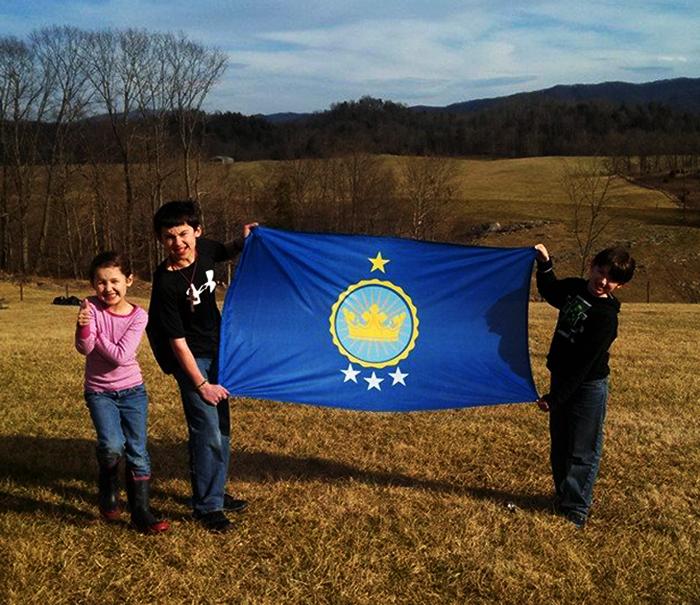 La drapeau a été dessiné par ses enfants Jeremiah Heaton