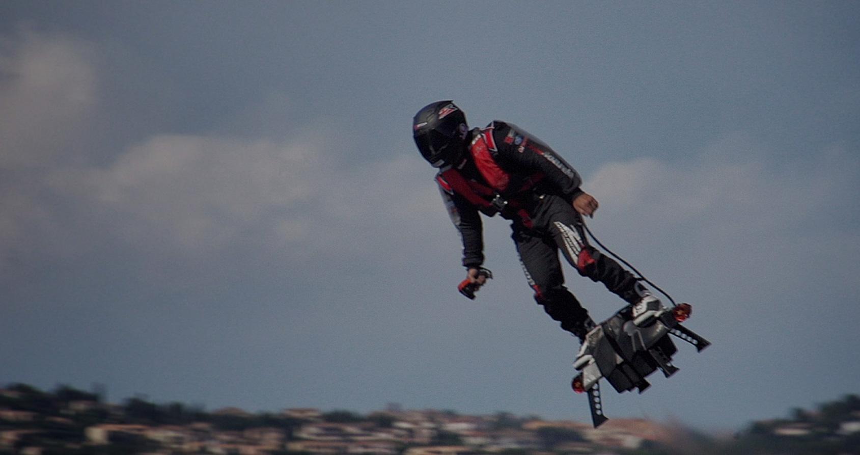 Le super-héros contre les gendarmes : « Comment j'ai inventé le FlyBoard Air »