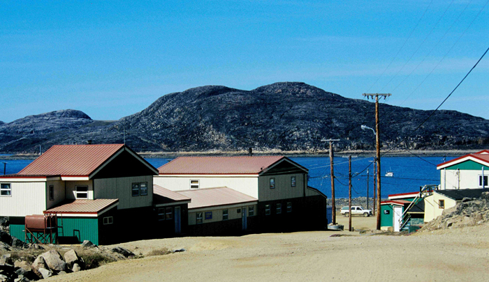 Cape Dorset, village inuit situé dans territoire de Nunavut, au CanadaCrédis