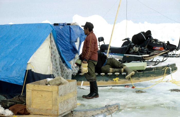 Un camp de chasseurs inuitsCrédits
