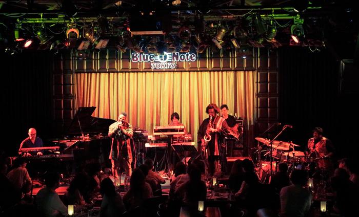 Kamasi Washington lors d'un concert au Blue Note de TokyoCrédits