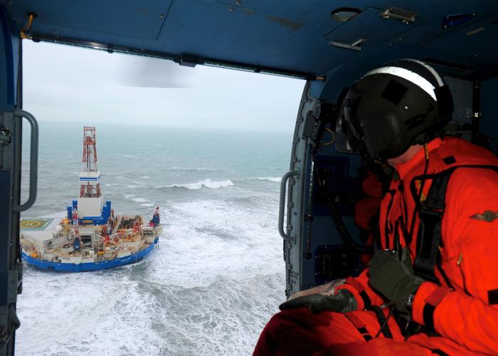 Les sauveteurs de l'US Coast Guard viennent secourir l'équipageCrédits : USCG