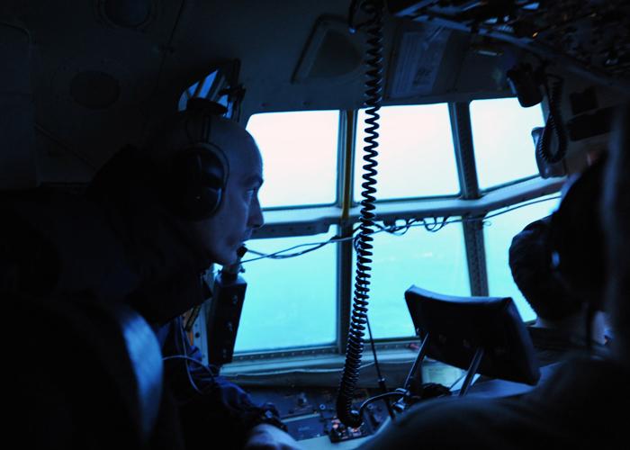 Les différents acteurs communiquent par radioCrédits : USCG