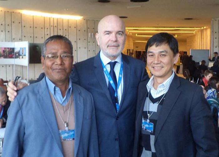 Babloo Loitongbam (à droite), directeur de Human Right Alert