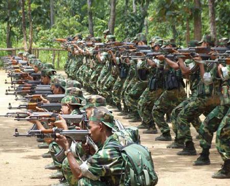 Des membres du People's Revolutionary Party, un groupe armé séparatisteCrédits
