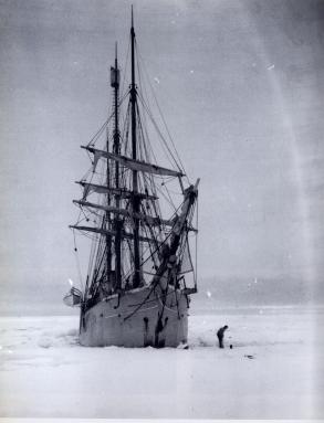 Le Belgica a du passer l'hiver pris dans les glacesCrédits