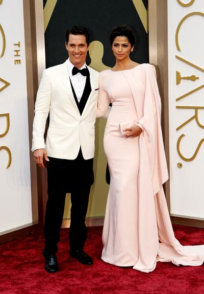 McCoonaughey et ses femme Camila AlvesCrédits : ABC Television Group