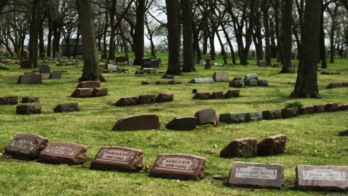 Les restes avaient été déplacés dans le carré des indigents du Homewood Memorial Gardens
