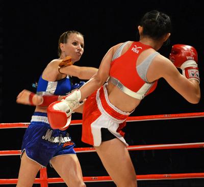 Sarah et Nong Am Deux techniques de combat Crédits : Lindsey Newhall