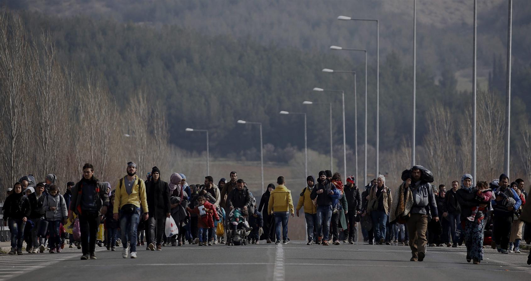 Des réfugiés payent désormais les passeurs pour retourner en Syrie