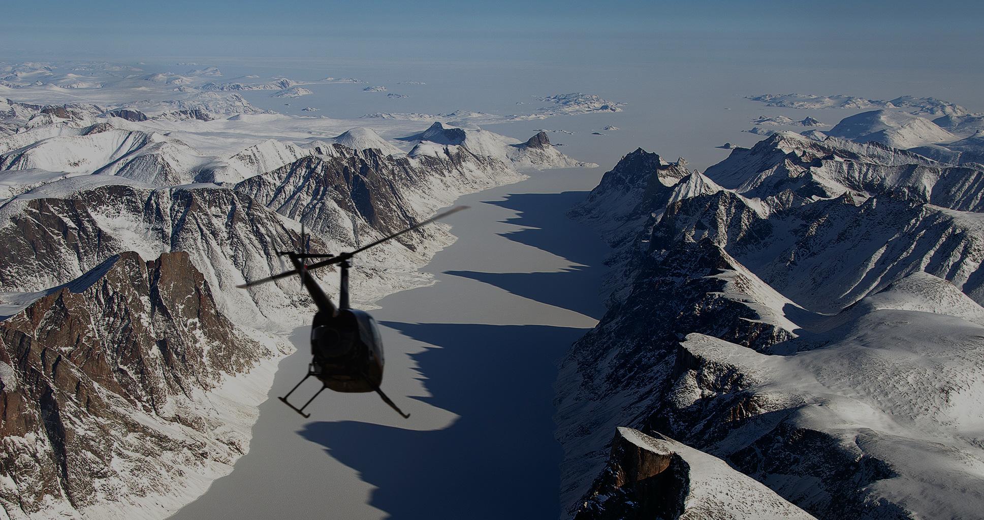 Après un crash d'hélicoptère, il passe 36 heures dans l'Arctique chassé par des ours polaires
