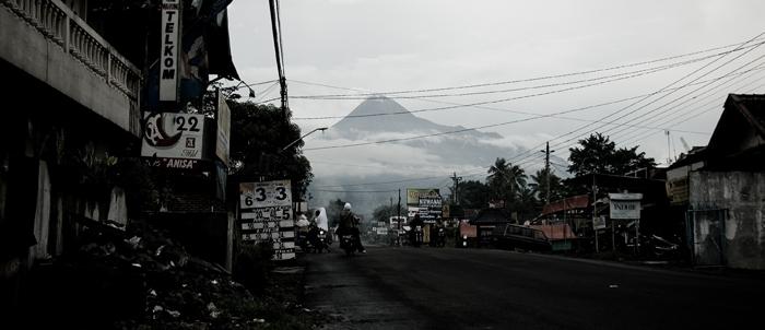La route qui mène au Mont MerapiCrédits :