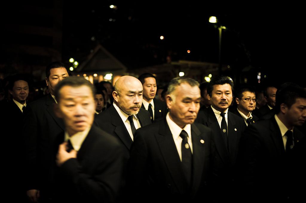 Les Yakuzas sont reconnaissables dans leurs costumesCrédits : Anton Kusters