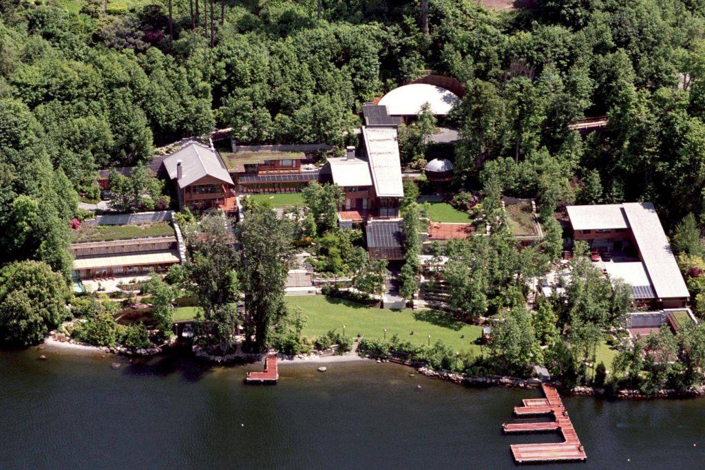 Bill Gates possède une salle trampoline géante dans sa villa de 10