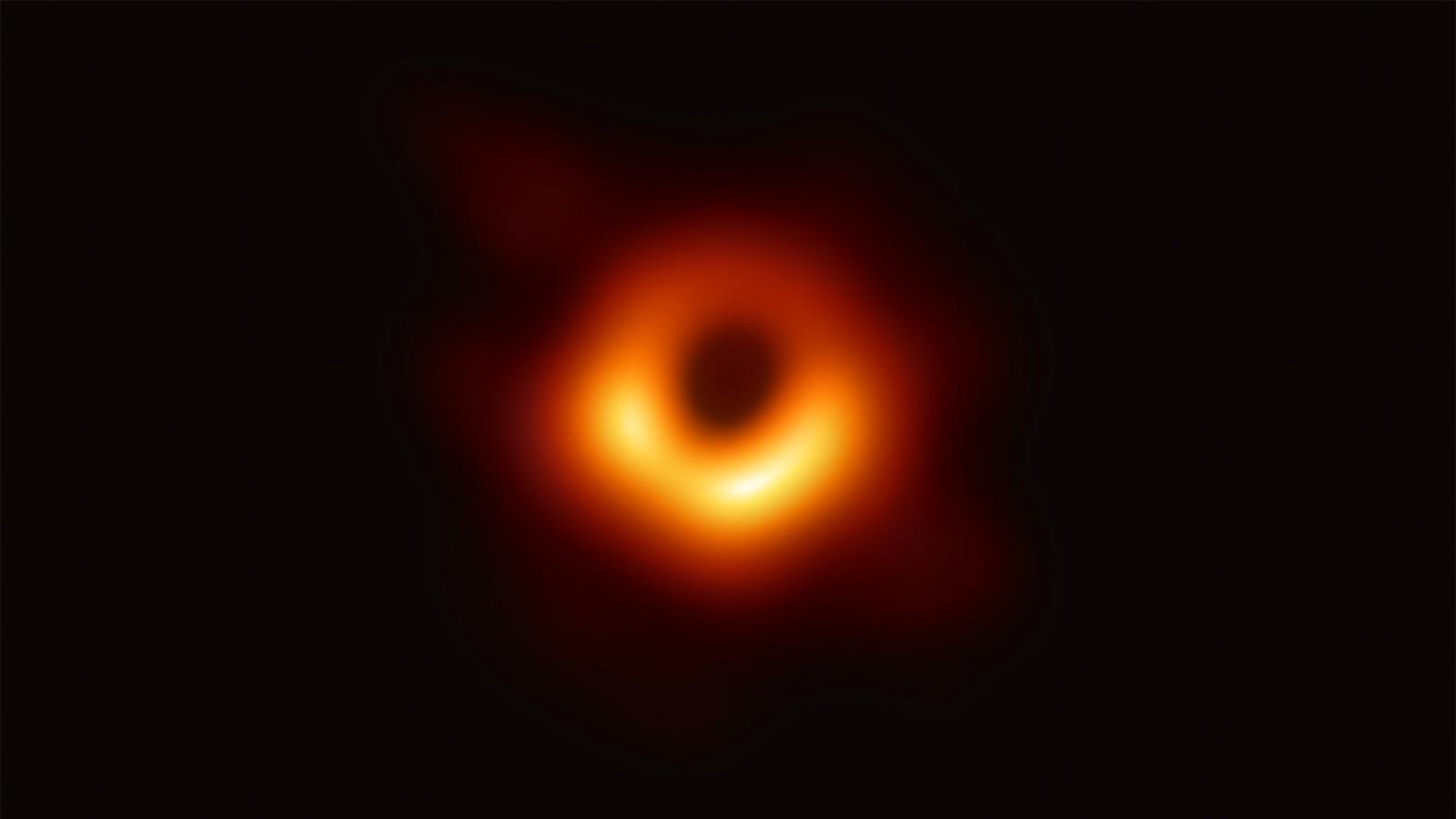 Portrait d'un trou noir : entretien avec l'astrophysicien en chef de l'Event Horizon Telescope