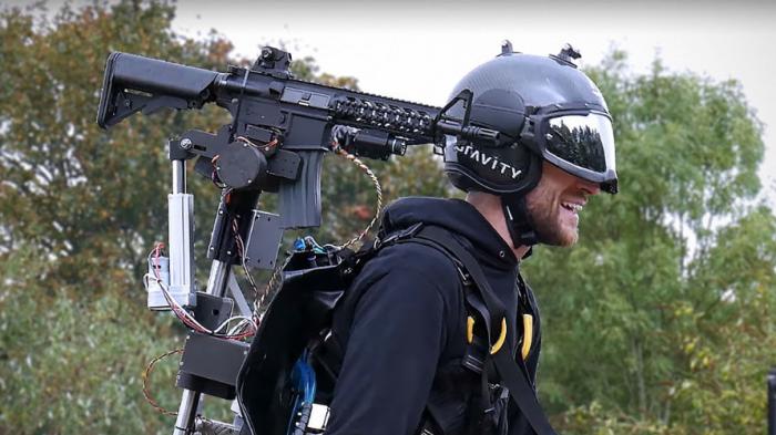 Cette armure volante digne d'Iron Man est équipée d'une mitraillette téléguidée - Ulyces