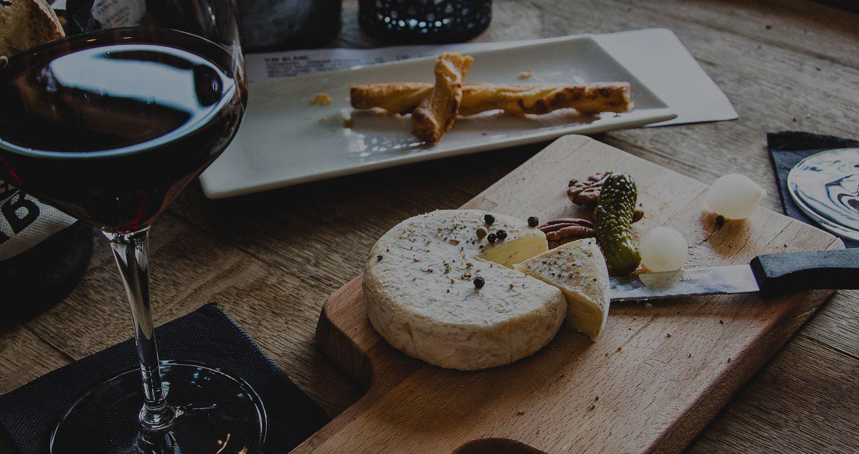 In vino veritas : une courte histoire de l'apéro à travers les siècles