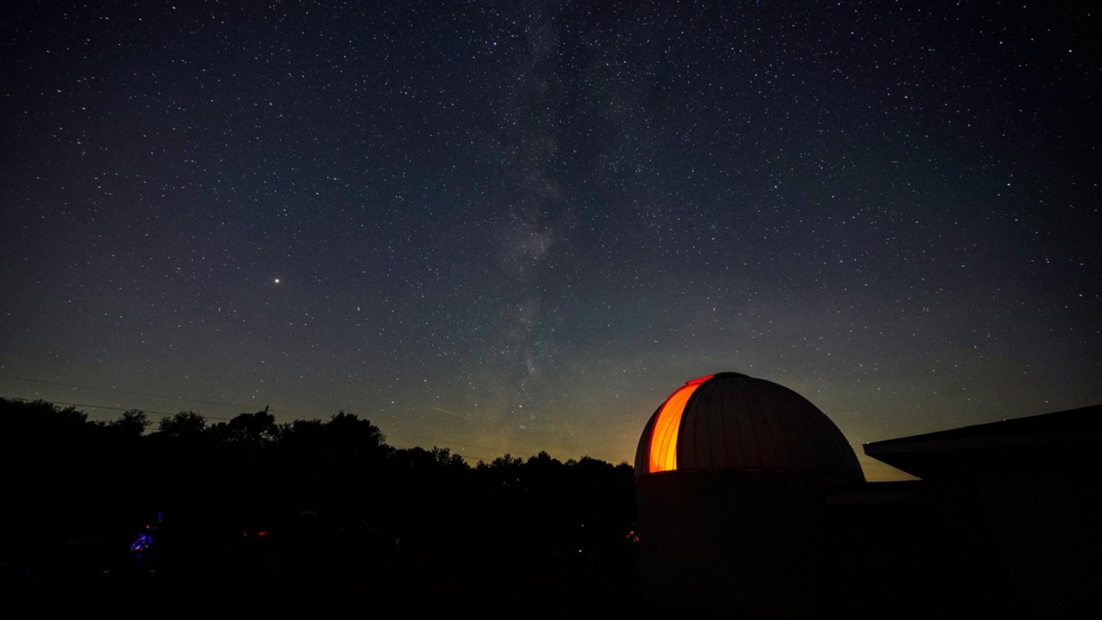 50 découvertes astronomiques incroyables pour dormir à la belle étoile