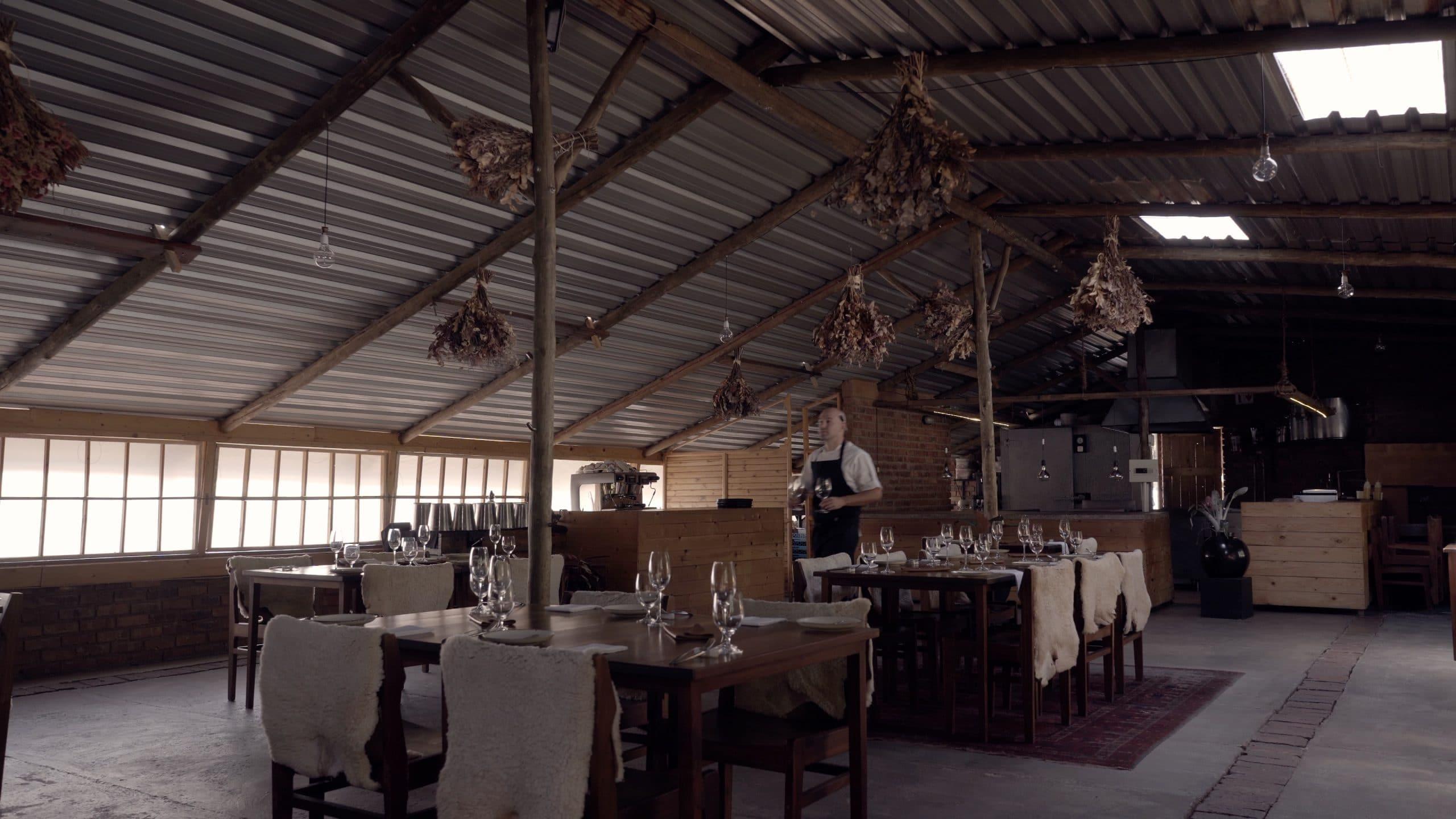 À Pretoria, le restaurant Fermier est fabriqué à la main, du bâtiment aux assiettes